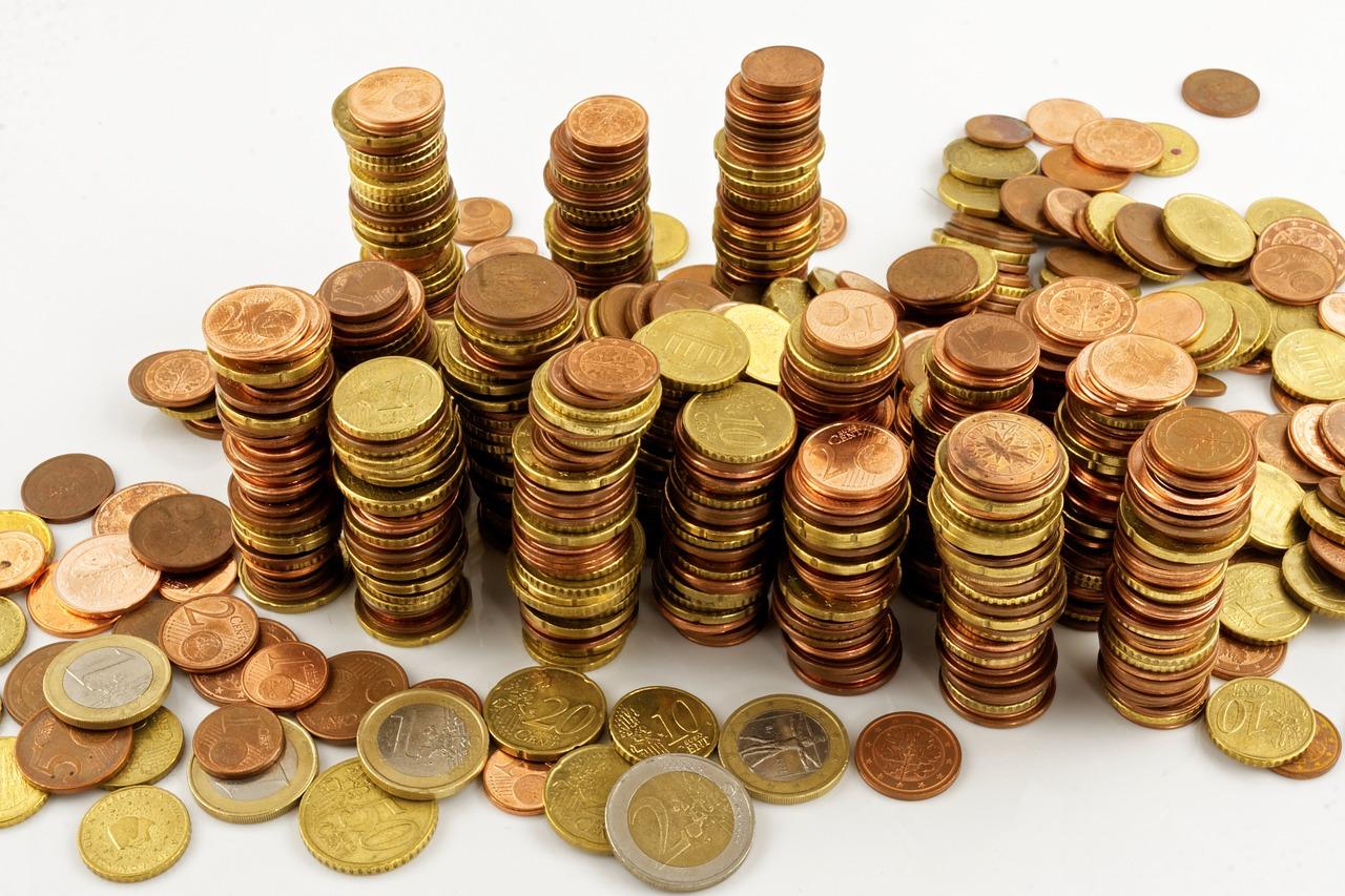 Stapel von Münzgeld (Euro)