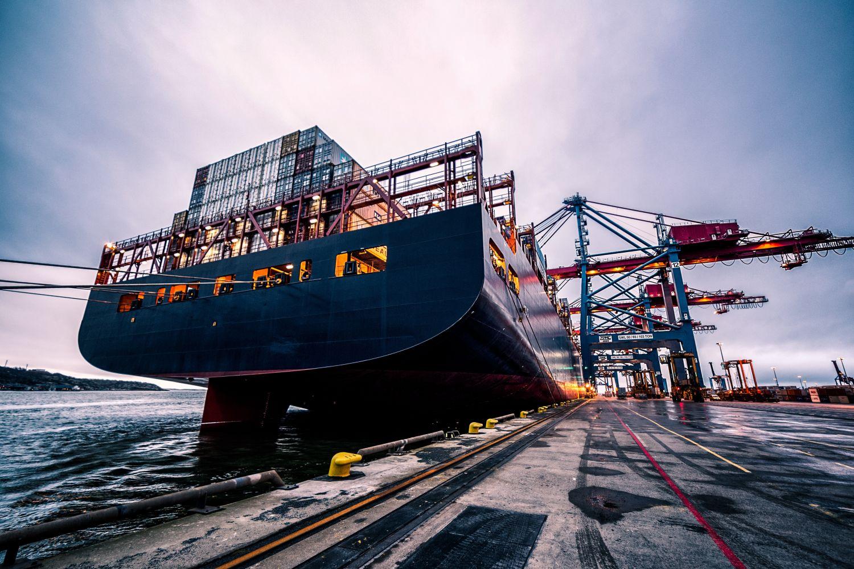 Eine Schiffswerft am Hamburger Hafen. Thema: Schiffsfonds