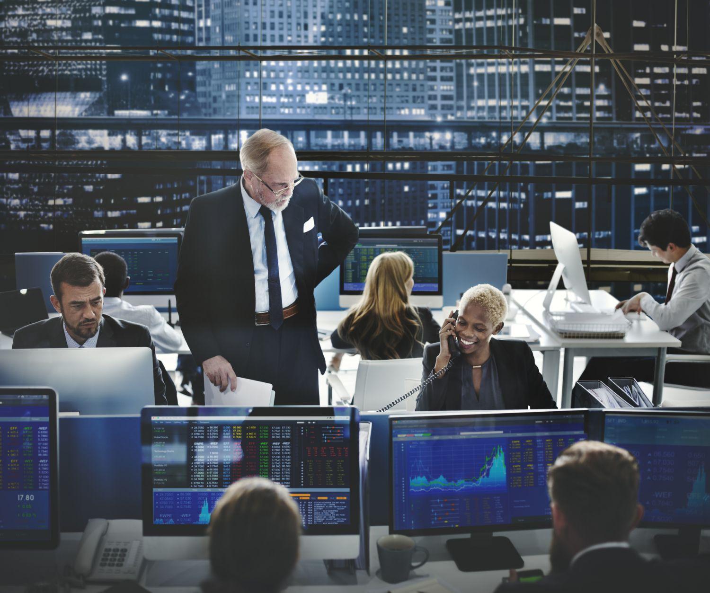 Innenansicht einer Börse. Thema: Mehr Sicherheit durch Multi-Asset