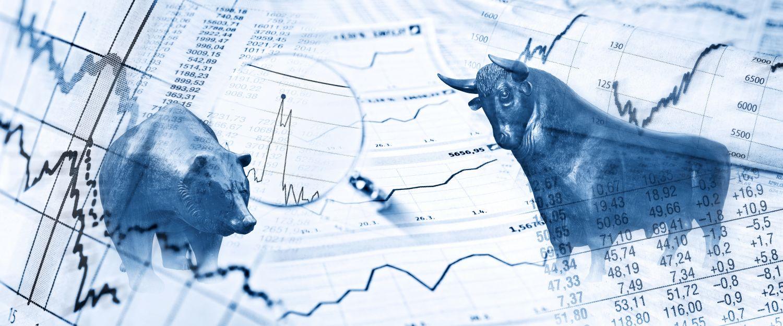 Collage mit Bulle und Bär, Aktienkursen, -werten