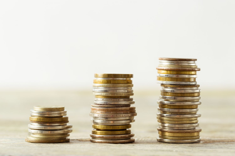 3 Stapel mit Münzen