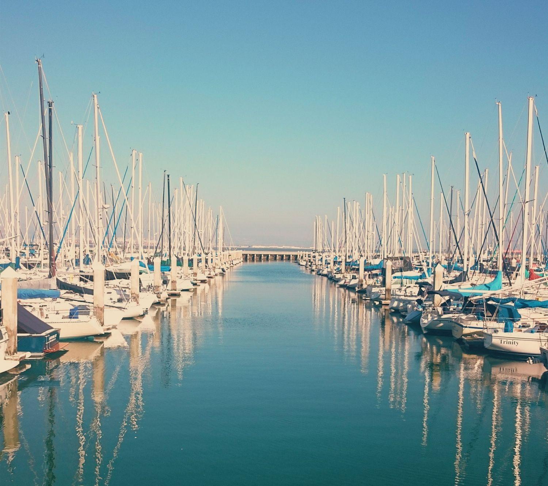 Ein Jachthafen. Thema erfolgreiche Multi-Asset-Strategien